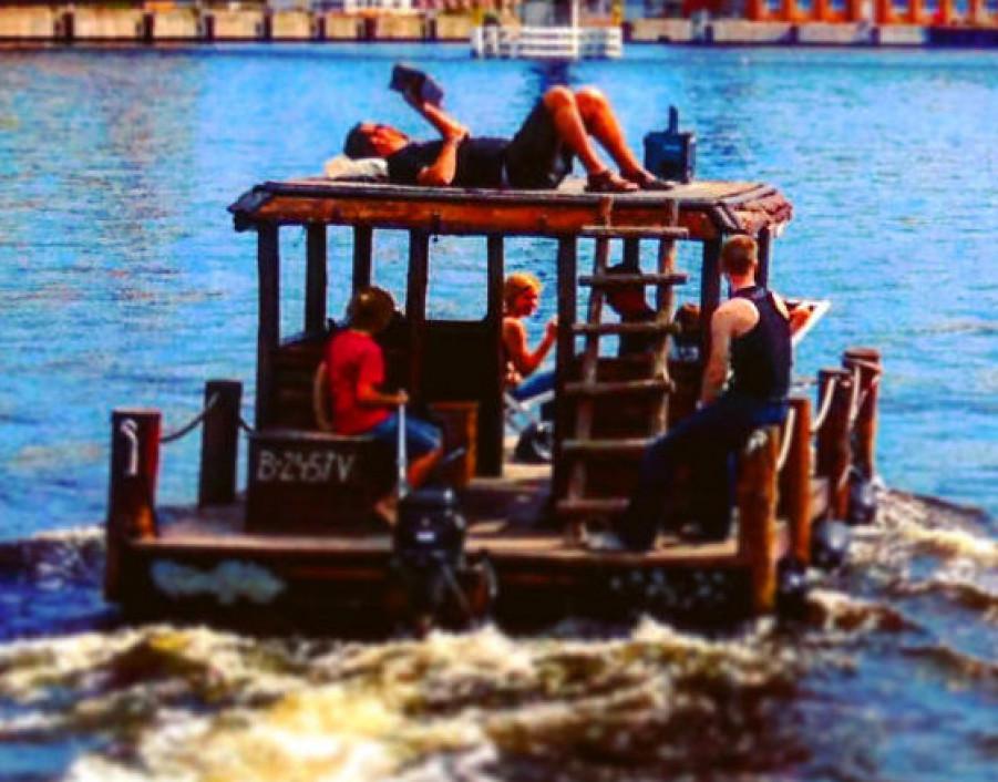Floß Karousel Bild 1